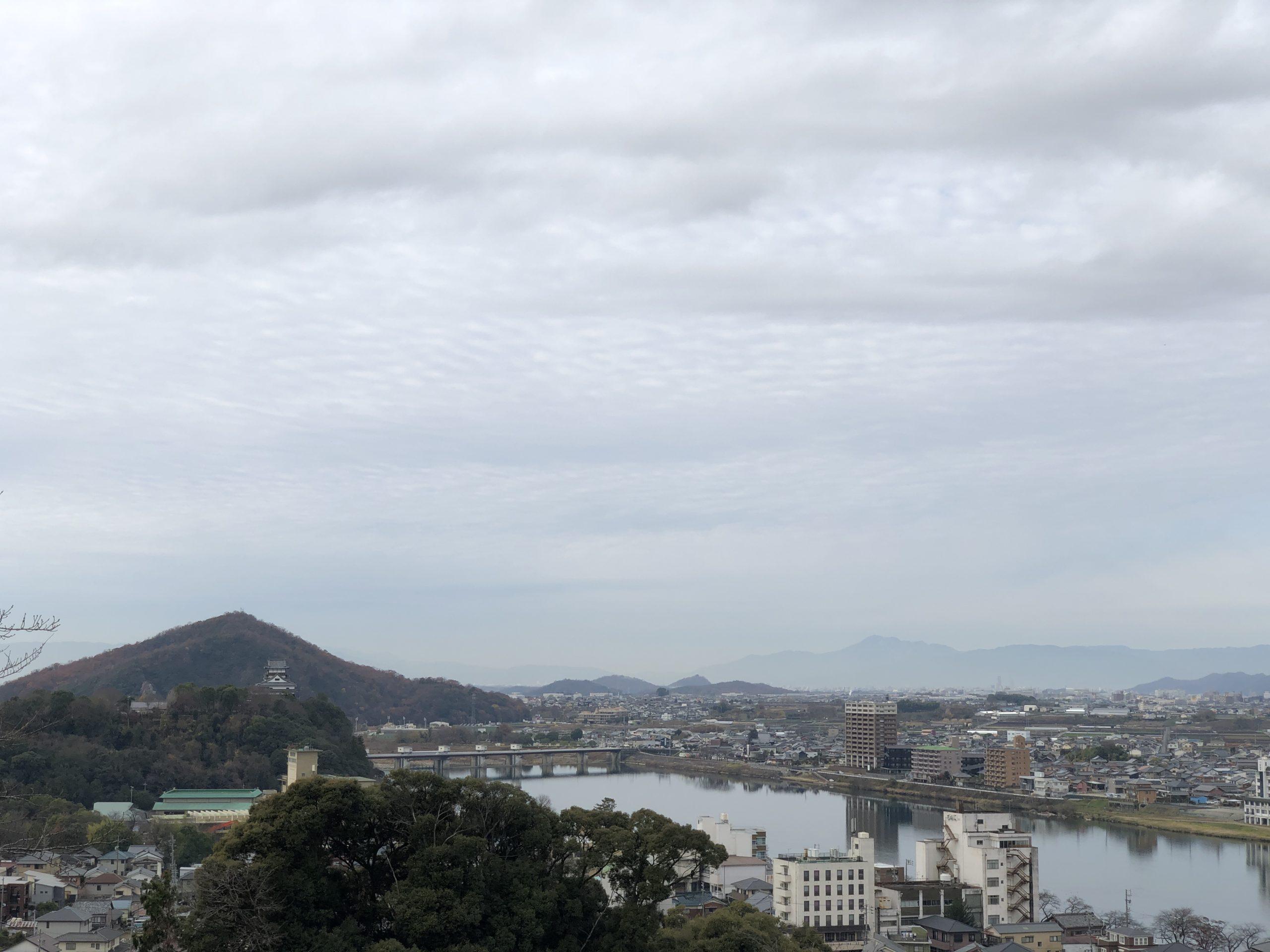 犬山成田山から犬山城の景色