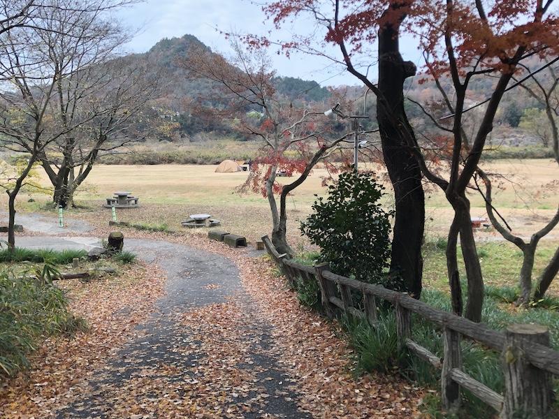桃太郎公園キャンプ場駐車場入り口