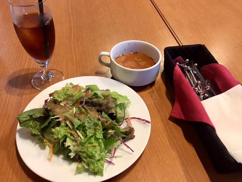 ラ・ヴィータのサラダとスープ
