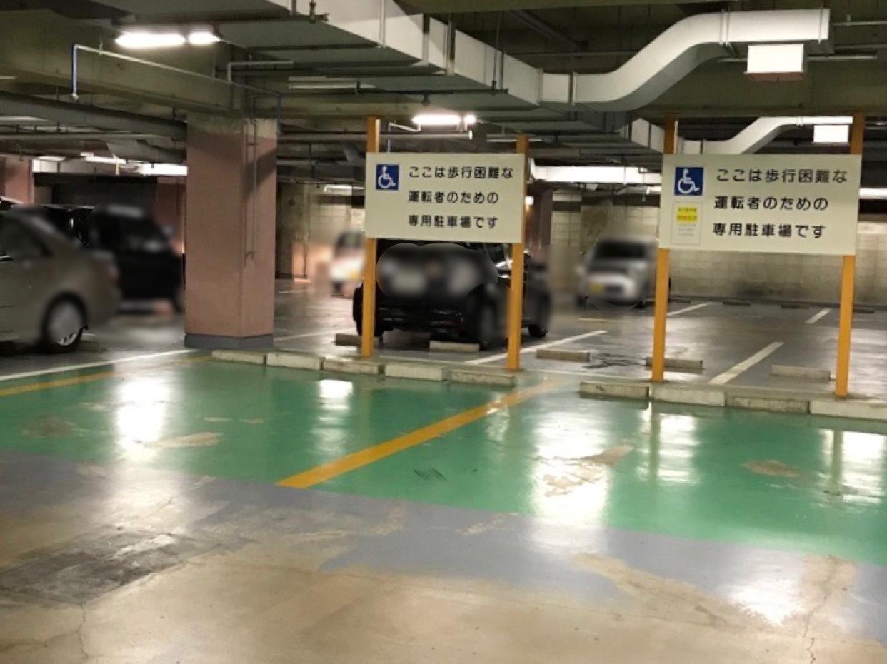 犬山図書館 障害者駐車場