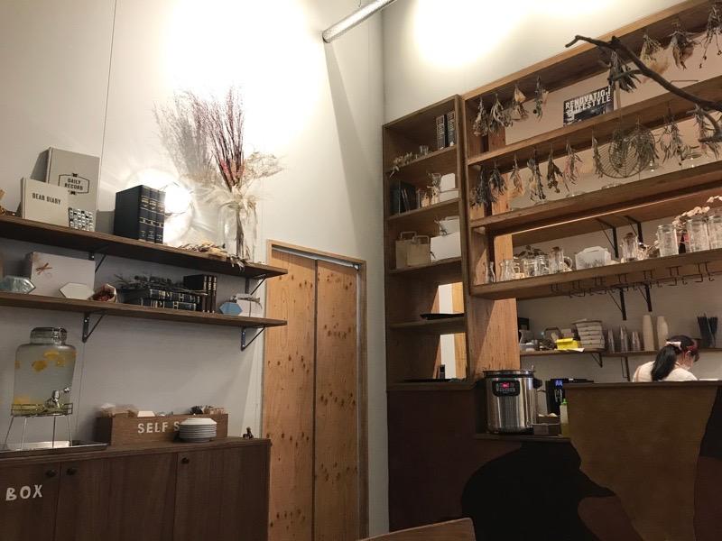 ハチカフェ 店内2