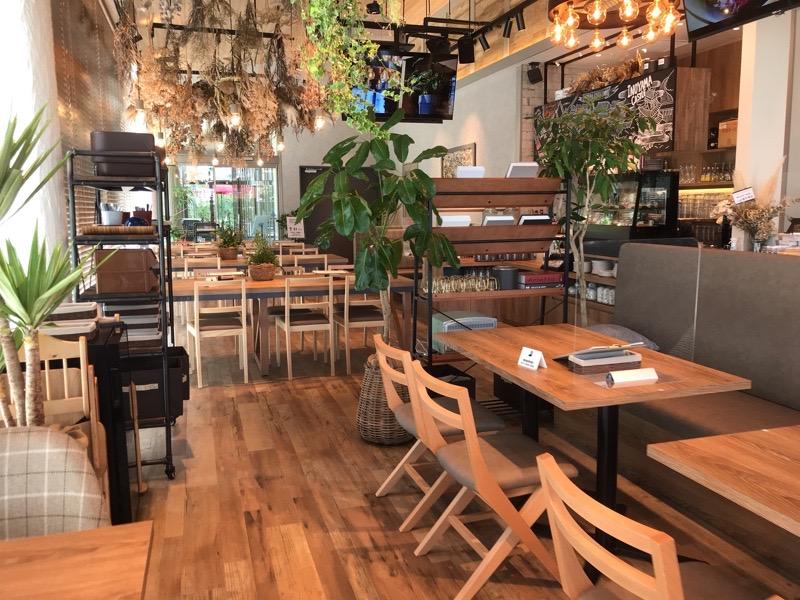 犬山 カフェ オムレット6 店内 ランチ