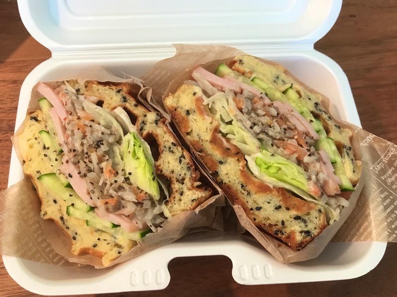犬山 カフェスマイル 羽黒 テイクアウト 根菜チキンサラダワッフルサンド